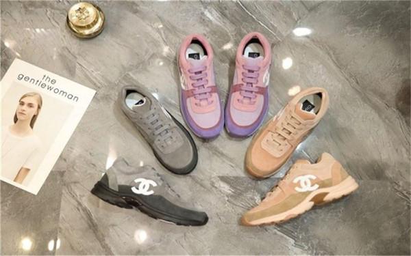 Zapatillas de deporte de gran tamaño ocasionales de las mujeres, zapatillas de deporte del rastro en zapatos de cuero icónicos de piel de becerro zapatillas de deporte de gran tamaño cómodas 35-42