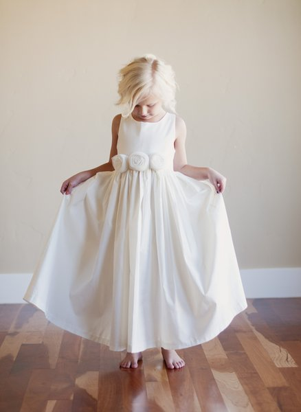 On Sale Lovely Holy White Flower Girls Dresses Cheap Jewel Neck Florals Ruffle Kids Pageant Gowns Christmas Party Dresses