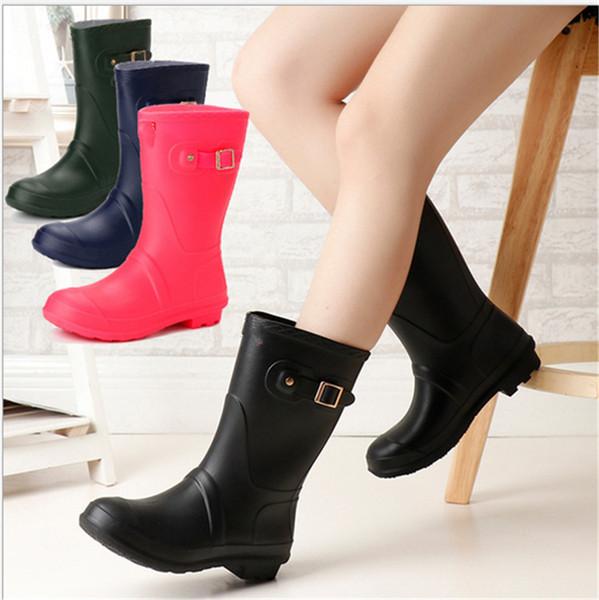 Tasarımcı Kızlar Rainboots Orta buzağı Düşük Topuklu Yağmur Çizmeleri Kadın Ünlü Marka Su Geçirmez Kauçuk Su Ayakkabı Bayanlar Açık Rainshoes 2 adet / çift