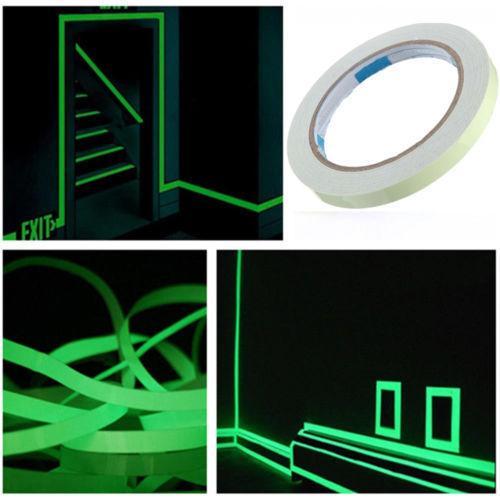 Resplandor autoadhesivo de cinta luminosa de 5 m en la cinta fluorescente de pared oscura