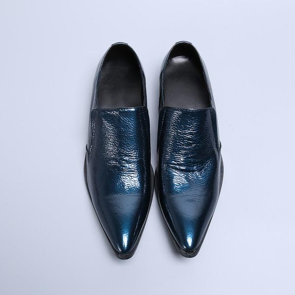 Chaussures de cuir des hommes d'affaires de robe en cuir bleu clair brevet de mode décontractée chaussures à bout pointu