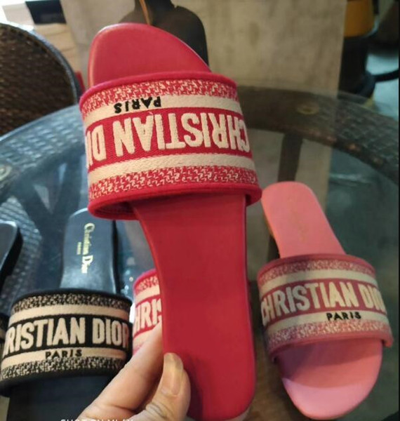 Nouvelle glissière de designer Marque Sandales de luxe Pantoufles Tongs Rihanna ace sandales femmes Non-slip pantoufles de designer