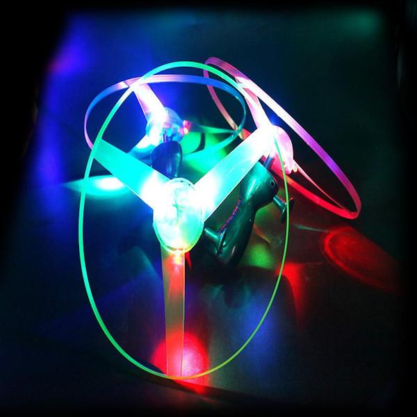 Luminoso UFO voando flechas voando disco ao ar livre brinquedos de fadas LED flash de bambu libélula venda direta da fábrica 01