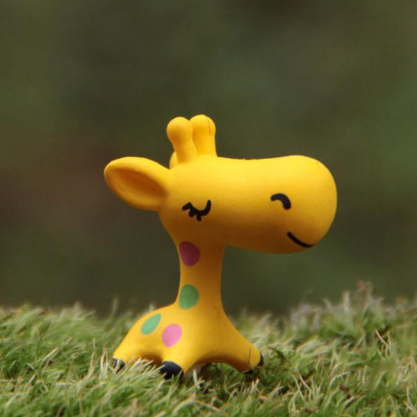 Bello 1pc animali in miniatura Giraffe Car Ornament Home Decor Garden Figurine bonsai Statua bella Mini Mestiere della resina