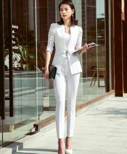 Beyaz ceket ve pantolon