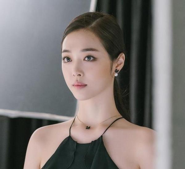 Simple zircons diamant noir cygne noir collier court clavicule féminine