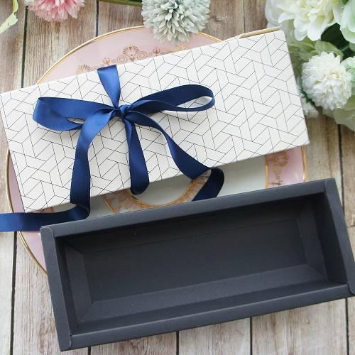 коробка и лента