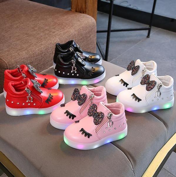 Venta caliente Niños Zapatos Brillantes Niños Princesa Girls Zapatos Led Primavera Otoño Lindo Bebé Zapatillas de deporte Zapatos Tamaño de la UE 21-30