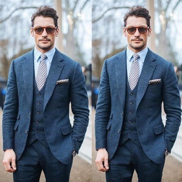 Otoño Invierno Moda Azul Tweed Novio Esmoquin Muesca Solapa Dos botones Hombres Boda Esmoquin Hombres Cena Traje de fiesta (Chaqueta + Pantalones + Corbata + Chaleco) 2882