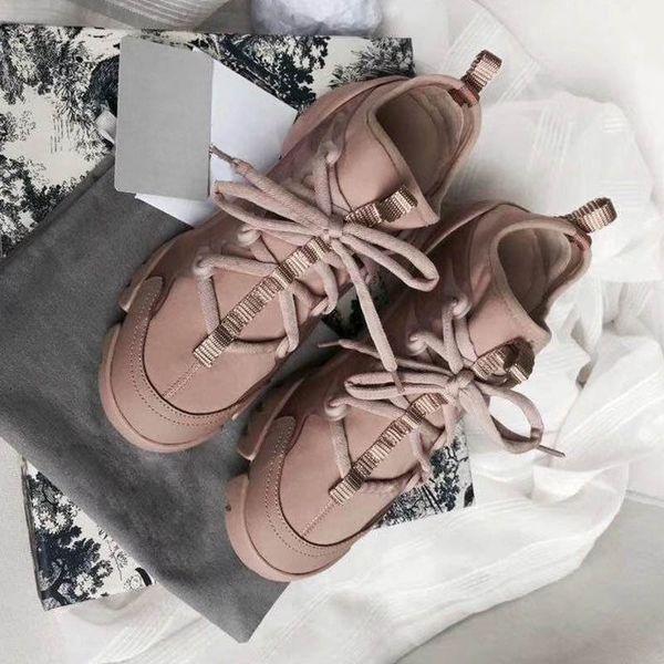 Nuove scarpe di design per la stagione Moda Scarpe da donna Piattaforma di pelle di pizzo Sneakers suola oversize Scarpe casual nere bianche