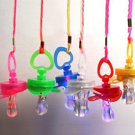 Yeni ürün Yanıp Sönen LED Emzik Düdük Parti Malzemeleri Eğlenceli Oyuncak Survival Aracı Flaş Glow Sticks Bar Parlayan düdük