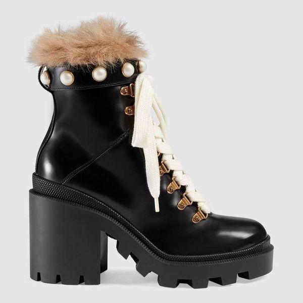 2019 Designer Moda mulheres sapatos botas britânicas Toe Rodada Martin Botas Buckle Strap Chunky calcanhar dedos redondos bordados Moda Ankle Boots o1