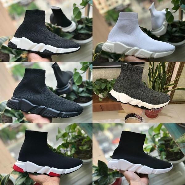 2019 New Walking Speed Shoes Cheap Trainer Oreo Triple Black White Red Flat Fashion Socks Boot Design Men Women Walking Casual Sneakers