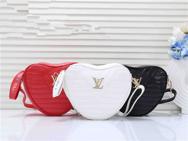 2019 mode femmes marques célèbres hangbag gros sacs desginer Sac messenger en forme de coeur d'embrayage sacs livraison gratuite Sacs à bandoulière 9840