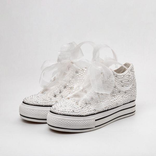 Zapatos de boda de país Mujeres Cristales hechos a mano Perlas Zapatillas de deporte Zapatos nupciales Lona plimsoll bridesmaid Zapatillas de deporte por encargo