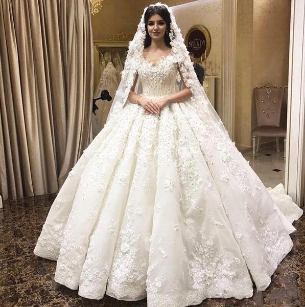 2019 New Puffy vestido de Baile Vestidos de Casamento Fora Do Ombro Cap Mangas Lace 3D-Floral Apliques Frisado Capela Trem Plus Size Vestidos de Noiva Formais