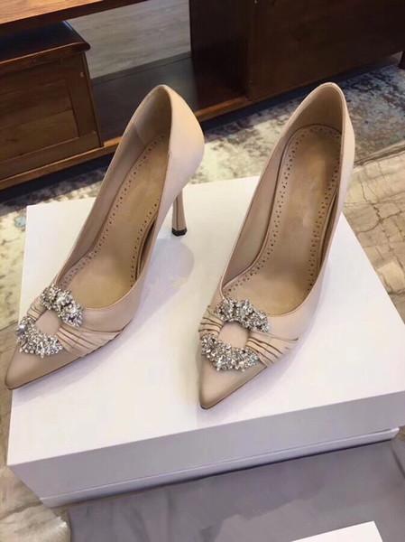 2019 Red Bottom Fashion Nuevas ideas Lux Designer Hot Spilling Spikes and Pumps Zapatos de tacón alto con fondo rojo by18121104