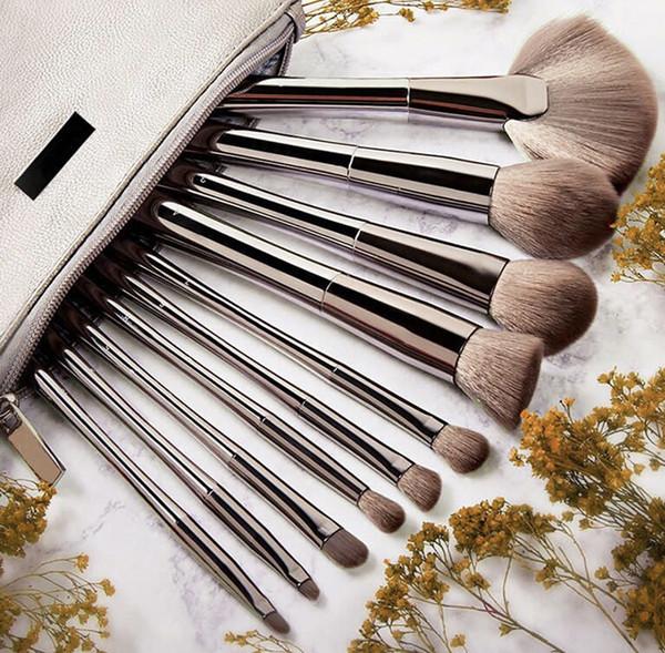 Hot Cosmetics SMOKE 'N MIRRORS 10-teiliges Pinsel-Set mit professionellen Make-up-Pinsel-Kits für Kosmetiktaschen