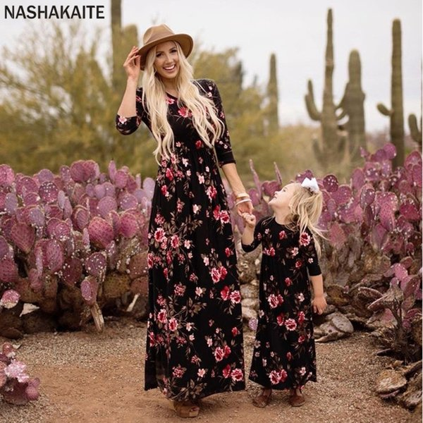 Family Matching Clothes 2019 New Three Quarter Printed Long Dress Mother Daughter Dresses Matching Outfits Mommy And Me Clothes Y19051103