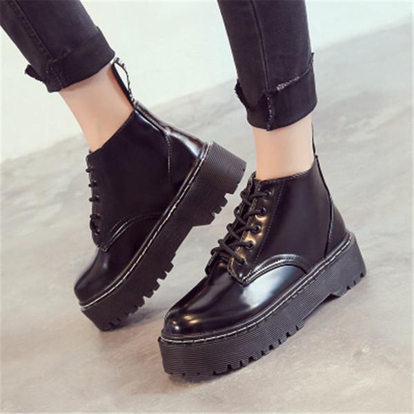 Женские плоские ботинки на платформе. Лакированные кожаные ботинки. Черная обувь на шнуровке. Модная обувь. Плюшевые снежные сапоги.