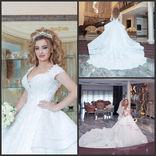 2019 New White Plus Size Princess Lace Ball Gown Wedding Dresses Backless Long Train abito da sposa Wedding Gowns South Africa