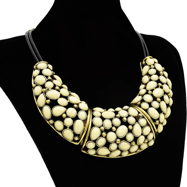 top popular Fashion Vintage Style Bronze Alloy Hollow Out Resin Drop Choker Necklace 2021