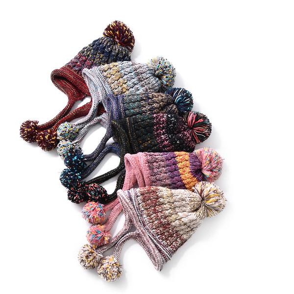 여성 Pompon 니트 모자 패션 레이디 모피 볼 귀 보호 비니 모자 야외 겨울 따뜻한 니트 Croche 캡 TTA1517