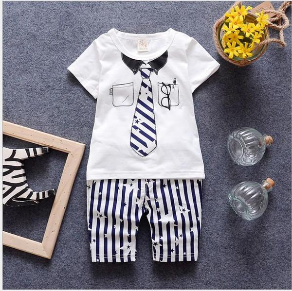 2018 Yaz Bebek Erkek Giyim Setleri Çocuklar Kısa Kollu Kravat Baskılı T-shirt + Çizgili Pantolon 2 adet Çocuk Kıyafetler Yakışıklı Erkek giyimi Suit