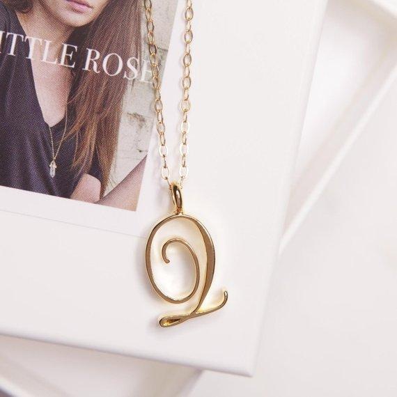 1pcs Minimalist Cursive Initial Alphabet Q English Necklace English word Initial Letter Q monogram charm Metal Engagement necklace jewelry