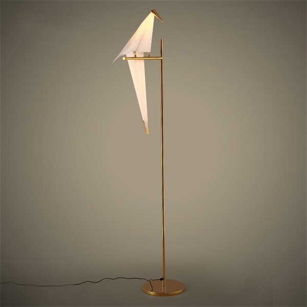 Decoração autônoma pássaro 110V da iluminação do metal ouro-Amoldado moderno da lâmpada de assoalho da máscara