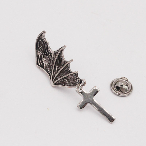 Gothic vintage jewelry old bat wings brooch buckle cross suit hipster accessories collar collar buckle
