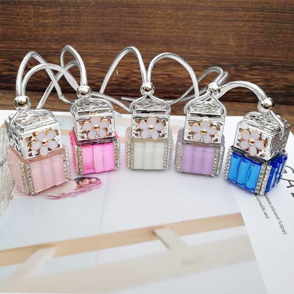 8 ml diamante bottiglia di profumo cubo bottiglie di vetro vuote auto appeso profumo retrovisore ornamento ciondolo con fiore deodorante per auto GGA2443