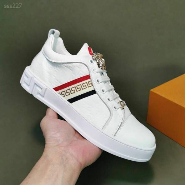 Estación de Europa 2019 de la venta caliente de cuero guapo hombres respirables de Zapatos Pequeños Blancos Jóvenes casual Junta de calzado zapatos de Corea individuales de marea