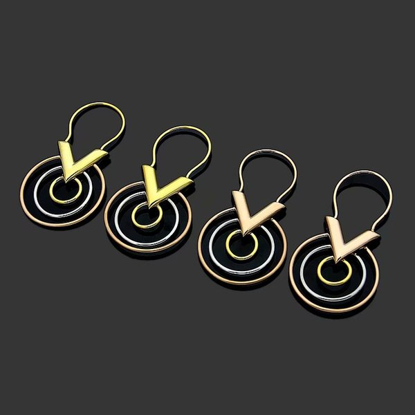Moda semplice stile Lady titanio acciaio tre colori cerchio V lettera 18k placcato oro fidanzamento orecchio orecchini 3 colori