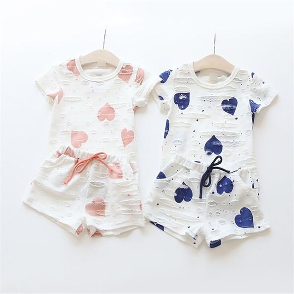 1 adet Yaz Kız Elbise Setleri Kalp Baskılı Kısa kollu Tişört + Kısa Pantolon Rahat Çocuk Giyim 2 renkler Suits