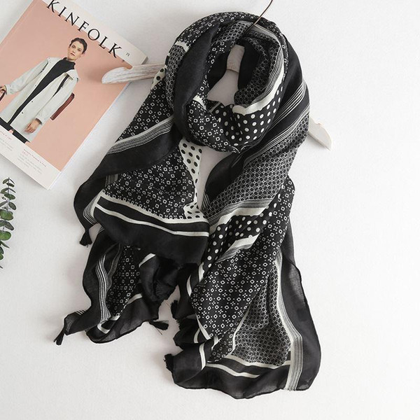 Korean Black and White Wavy Dot Print Cotton Tassel Scarves Fashion Woman Bohemian Style Seaside Holiday Sunscreen Lady Shawl