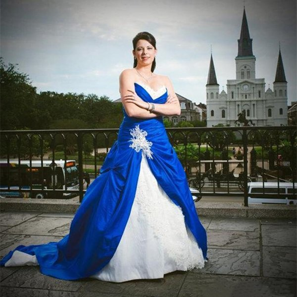 2019 Vintage Royal Blue And White Ball Gown Wedding Dresses Lace Sequin Beads Ruched Corset Bridal Gowns Plus Size Sweetheart Wedding Dress