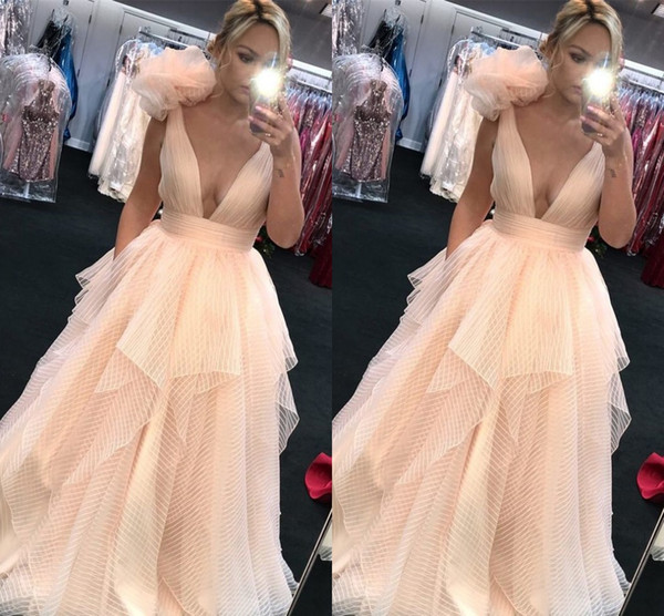 Champagne Expensive Tulle Prom Dresses Quinceanera 2019 Hand Made Flowers Sexy Deep V-neck robes de bal Ruffles Pleats Party Evening Dress