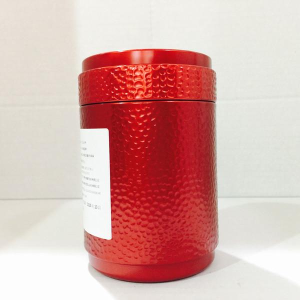 Mão batendo caixa de presente, de alta qualidade Yunnan chá árvore antiga, corar o pico do cabelo chá, um botão, uma folha de qualidade