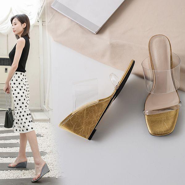 Venda quente-Designer Atacado 2019 Chinelo Transparente para As Mulheres Interior Sandálias Da Mulher Moda Chinelo de Salto Alto Melhor Qualidade