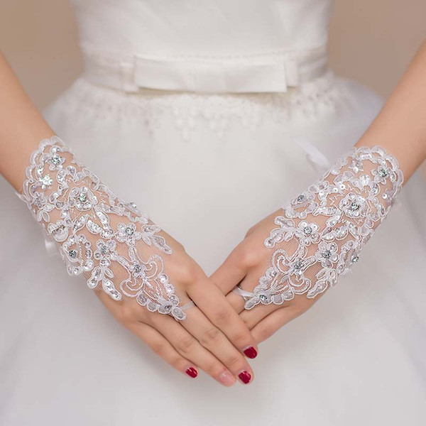 New Arrival Inexpensive Cheap Bridal Wedding Gloves Charming Fingerless Crystals Sequins Lace Appliques Bride Accessory Free Shipping