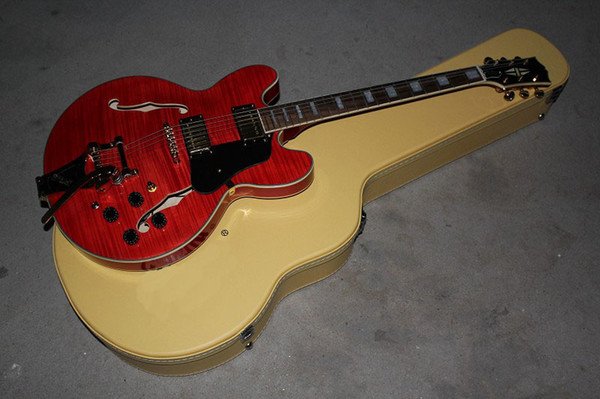 Ücretsiz Kargo Özel mağazalar Tiger akçaağaç Üst kırmızı Finish ile Hollow Vücut Elektro Gitar Tremolo hard case