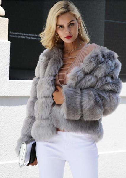 Fausse fourrure, manteau d'ours en peluche épais et chaud, est une nouvelle ligne de mode, vêtements d'hiver pour femmes. Veste en fourrure synthétique