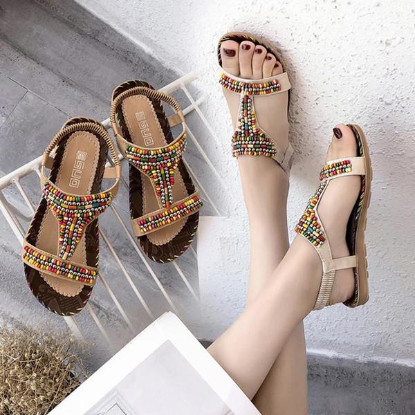2018 Nuevo estilo étnico Mujeres sandalias de Bohemia de los planos de los zapatos coloridos con cuentas de playa del verano del tamaño plana de la manera Sandalias Mujer 36-41