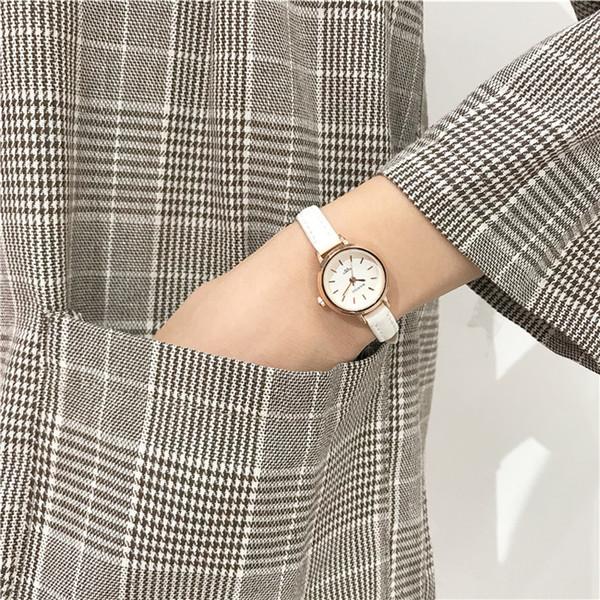 Vintage Cadeau Femme Cuir Starp Mesdames Robe Montres ronde petit cadran Montres de luxe New Arrival DESIGNER FEMME Marque Montres