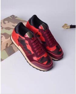 Tasarımcı Kadın Eğitmenler Yüksek Kalite Sneakers Ayak Bileği Çizmeler Topuk Ayakkabı Sandalet Terlik Slaytlar Loafer'lar kx149