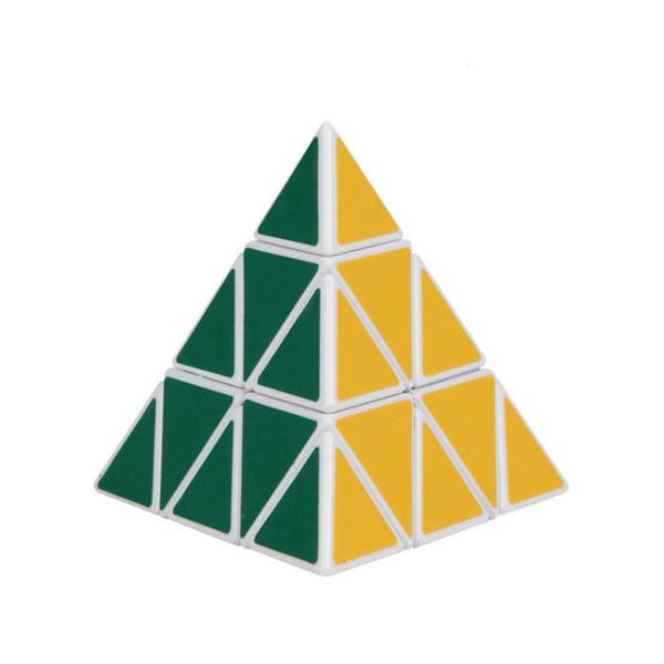 Los juguetes intelectuales para niños, el cubo mágico triangular, mejoran las manos y la capacidad cerebral