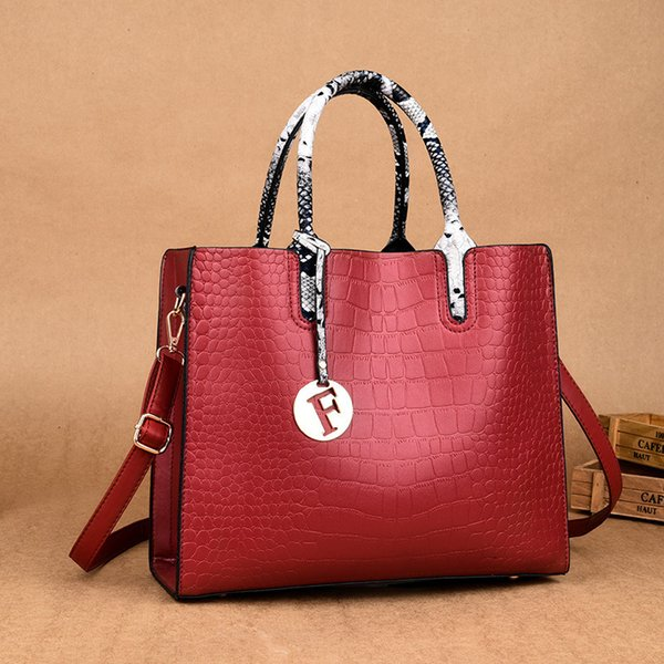 Distinctive2019 Goddess Handbag Single Shoulder Span Crocodile Grain Personality All-match Tide Package