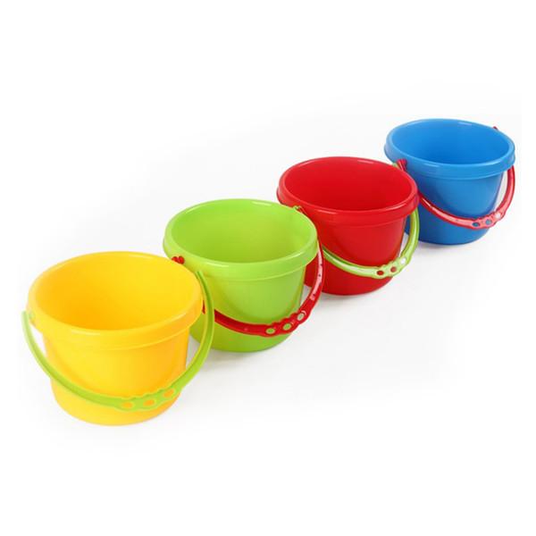 4pcs strumenti creativi sabbia spiaggia bambini bambini che giocano giochi d'acqua in plastica spiaggia secchi secchi per piscine cortile (colore casuale)