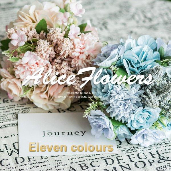 Simulierte Rosenhochzeit, die Bündel-Hochzeits-Fotografie-Projekte hält Handgeschriebene Blumenkunst-Inneneinrichtung Simulierte Seidenblume